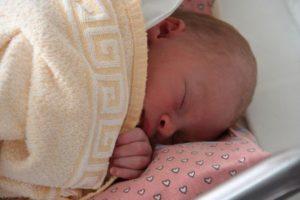 Neugeborenes ein Tag alt