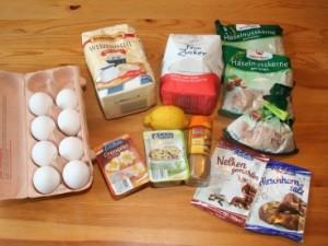 Eier, Mehl, Zucker, Zitrone, Gewürz für Lebkuchen, Nüsse