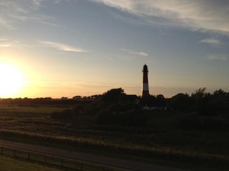 Leuchtturm bei Nachtbeginn
