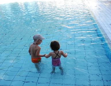 die Kids im Swimmingpool