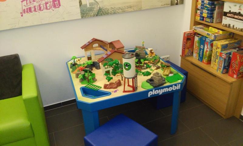 Spieltisch im Hotelfoyer