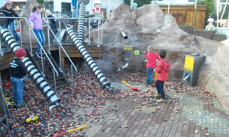 Plastiksteine auf der Baustelle