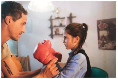 Paypal Werbespot Mädchen boxen